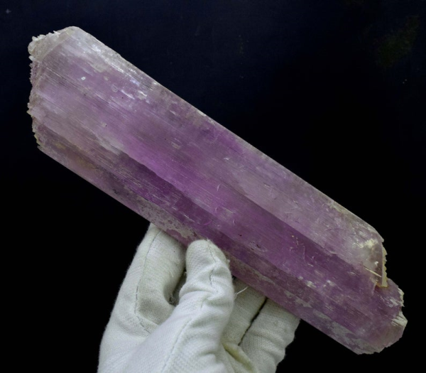630 Gram Top Grade V-Shape Double Terminated Pink Color Kunzite Natural Crystal from Afghanistan - 244*61*20 mm