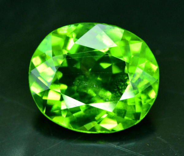 7.35 cts Natural Olivine Green Natural Peridot Gemstone from Supat Mines Mansehra Pakistan - 14*12*7 mm