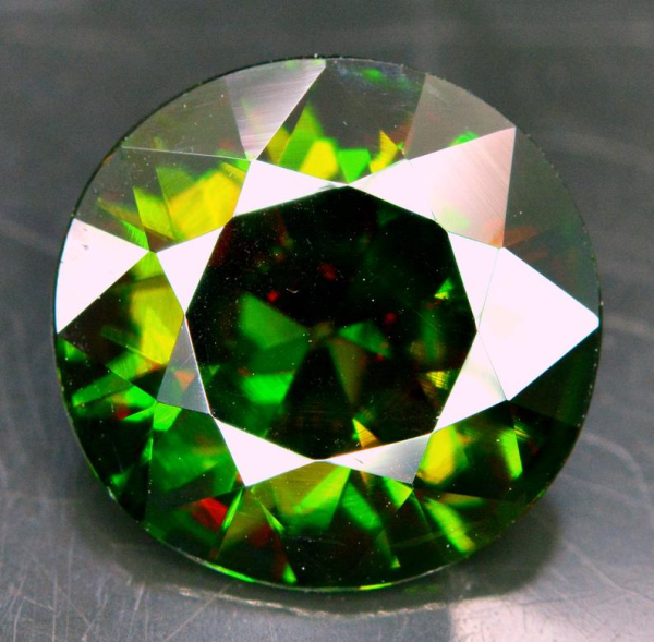 Certified ~ 8.45 cts vvs Super Top Quality Rare Extreme Full Fire Green Sphene Titanite ~ 15.12*15.13*6.0 mm