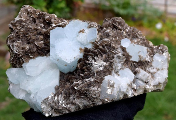 1876 Gram Terminated And Undamaged Sky Blue Color Aquamarine Crystals With Mica Specimen From Nagar mine Pakistan - 179*110*67 mm