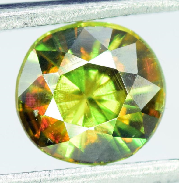 0.90 carats AAA Color Full Fire Natural Chrome Sphene from Skardu Pakistan - 5*5*2 mm