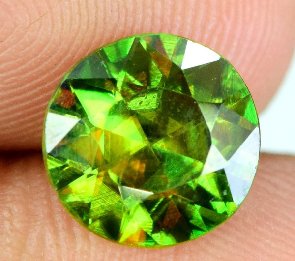 2.0 carats AAA Color Full Fire Natural Chrome Sphene from Skardu Pakistan - 8*8*4 mm