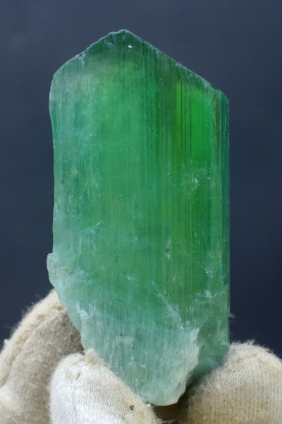 Kunzite Hiddenite green Crystal Undamanged and Double Terminated - 75 Gram - 67*30*22 mm