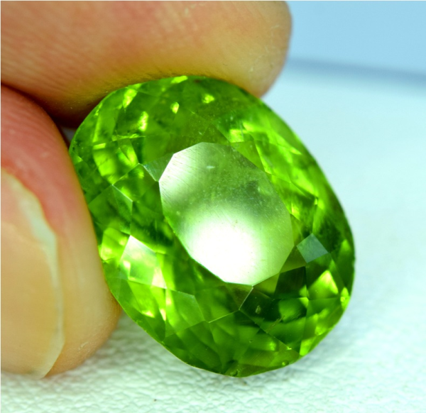 Natural Olivine Green Natural Peridot Gemstone ~ 6.90 Carats - 13*10*07 mm
